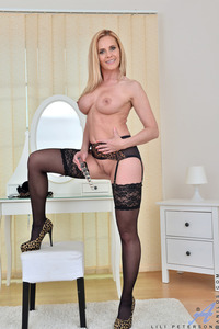 Hot Milf Lili Peterson