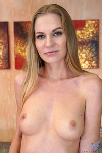 Foxy Mom Tatiana Rocks A Matching Bra And Panties