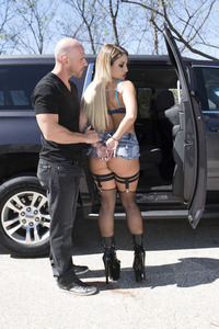 Kissa Sins Fucked In The Car