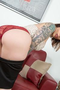 Busty Tattooed Babe Ivy