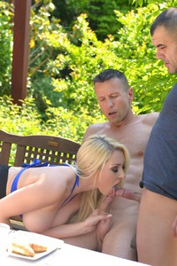Victoria Summers In Threesome Sucking