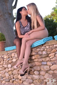 Vanessa Staylon And Lucy Li Foot Fetish
