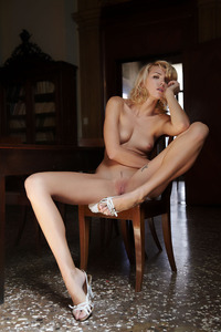 Hot Blonde Glamour Girl Lilly Is Posing Naked