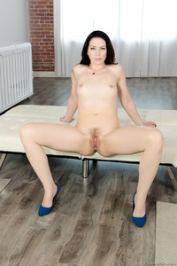 Sarah Shevon Teasing Her Wet Pussy