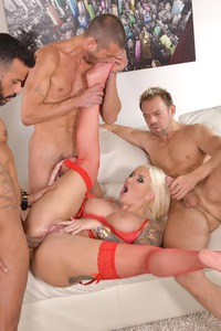 Horny Blonde Jarushka Ross' All Holes Fucked