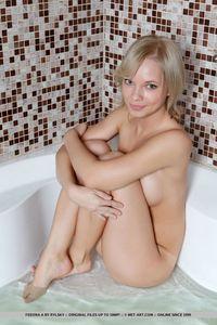 Feeona In The Bathtub