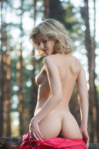 Blonde beauty Zarina A