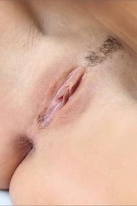 Aaliyah Gets Nude
