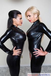 Latex Lesbians Luna Star And Nina Elle