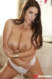 Natural Bigtitted Babe Angela White