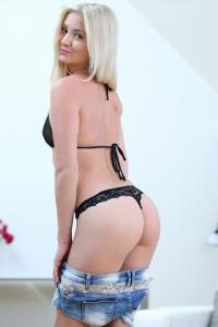 Cayla Lyons - Pussy Pleasure