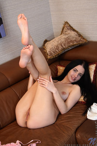 Brunette Veronica Snezna Showing Big Oreolas