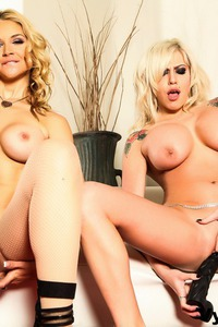 Hot Lesbian Babes Gets Naughty