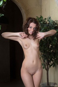 Brunette Cute Nikia