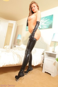 Danielle Mistress In Latex Gloves