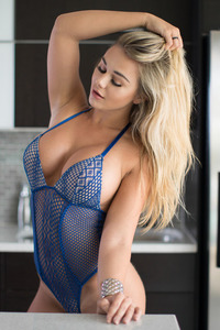 Huge Boobed Young Babe Tahlia Paris