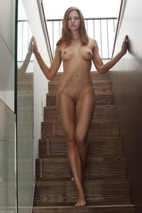 Supermodel Eufrat poses nude