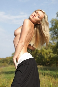 Chantal takes off her dress