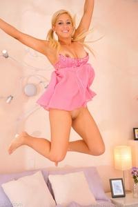 Lia pretty in pink