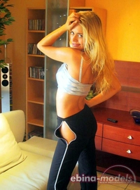 Amateur blond chick