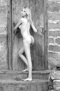 Sexy young virgin Roxio posing outdoor