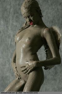 Nelly muddy body