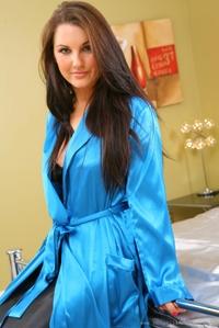 Brunette babe Amy