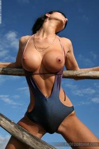 Roxanna looks so sexy in bikini