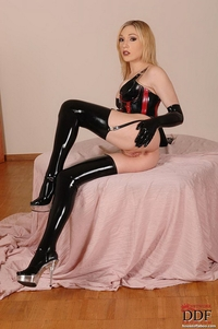 Lily Labeau - Latex