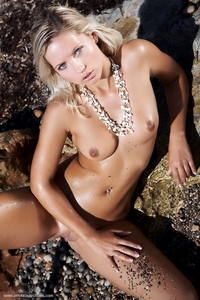 Jenni in Pebbles