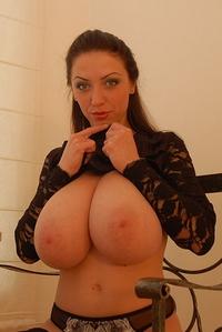 Busty Anya