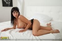 Marta - White bed