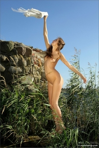 Horny babe posing in the bush