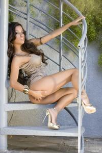 Hot latina's tempting body