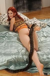 Horny Natasha plays with her snake