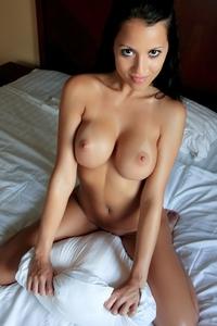 Sexy Ruffel's round titties