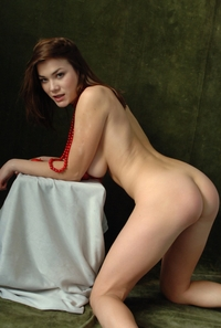 Sweet Riza's tempting hot bottom