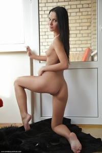 Black haired Sinia's tight rouund ass