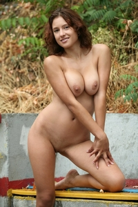 Busty Ornella's big natural tits outdoor