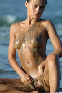 Sexy Paulina the dirty girl in the sea
