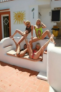 Foursome lesbian orgy with pleasure