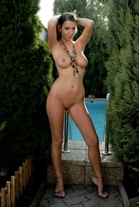 Sexy bruntette Lizzy naked by the pool