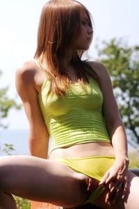 Young virgin Darinka naked in the garden