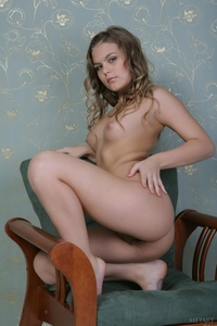Tempting blonde Indira teasing naked