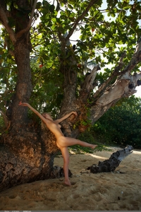 Beautiful blonde Electra naked outdoor