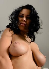 Busty babe Kira Queen big natural tits