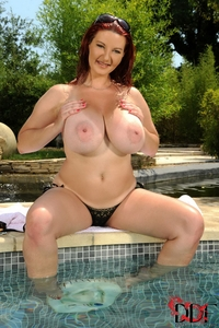 Natural huge titted Vanessa having fun