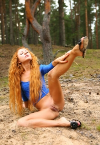 Amateur redhead Nancy posing outdoor