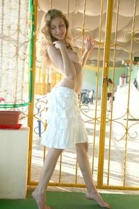 Cute teen amateur Janetta nude pics