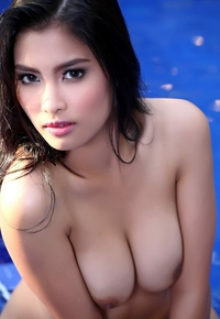 Sweet asian beauty Taeya in the pool
